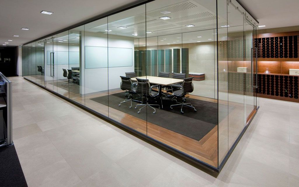 Cristales y cerramientos de cristal para oficinas la for Despachos y oficinas