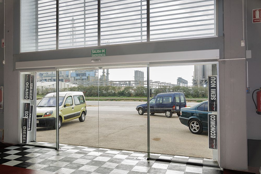 Puertas autom ticas de cristal la cristaler a de m laga - Puertas de garaje malaga ...